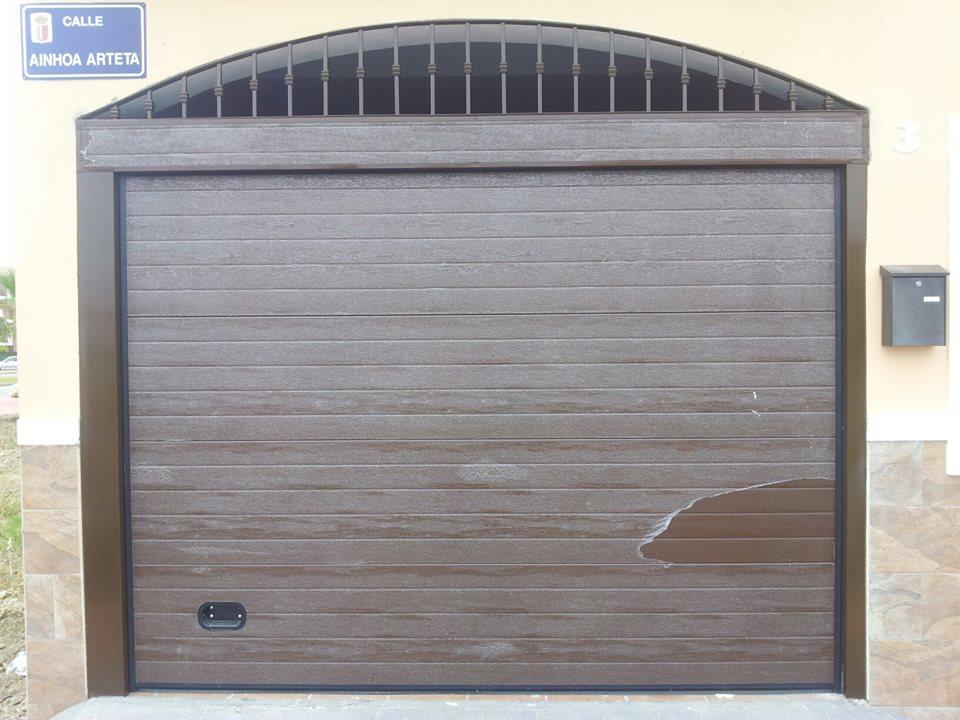 Instalaci n puertas seccionales en granada m laga y ja n - Precio puerta blindada instalada ...