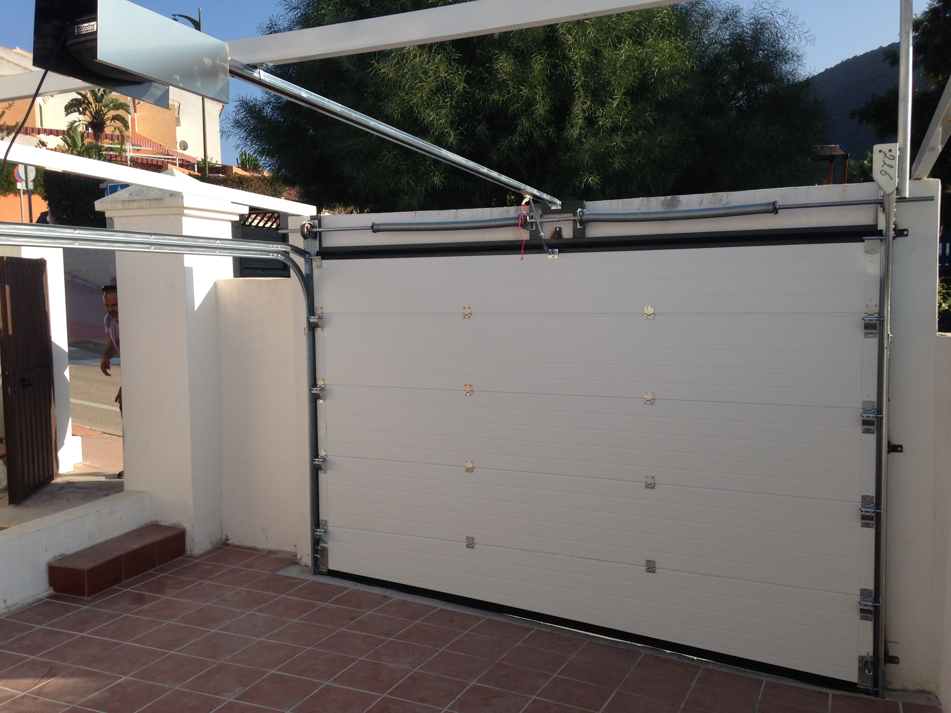 Puerta seccional con estructura para montaje sin techo - SBautomatismos